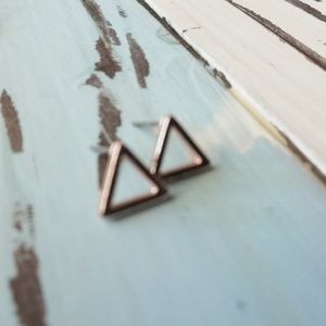 Jewelry - ROSE GOLD PLATED TRIANGLE STUD EARRINGS 🆕